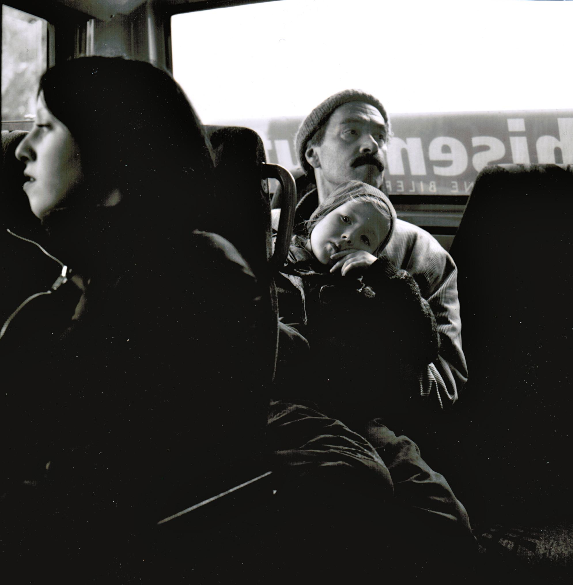 Kaj Skagen på bussen, fotografert av Oddleiv Apneseth fra Bergens Tidende.